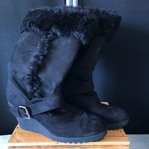 """9.5 boots with """"the furr!""""never seen the outdoors!"""